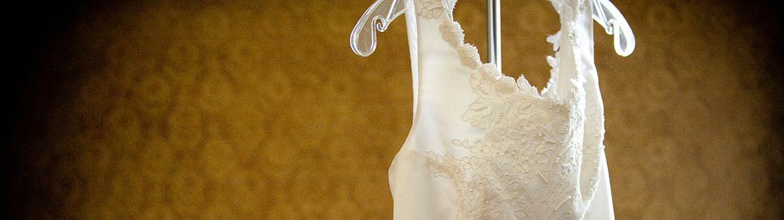 How to choose the perfect wedding dress #LindaGetsMarried