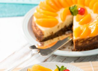 Baked Cheesecake with Peach Slices